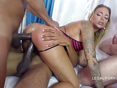 Big butt anal gangbang makes curvy Juelz Ventura scream & cream be required of more