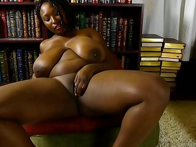 Shove around black BBW loves to fuck the brush soaking wringing wet pussy for you